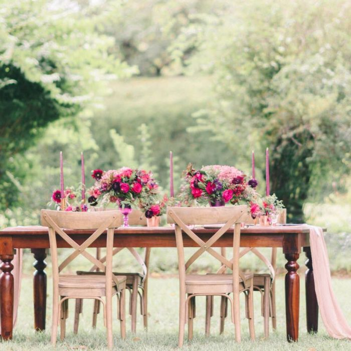 Intimate Reception Seating: Pros Vs. Cons