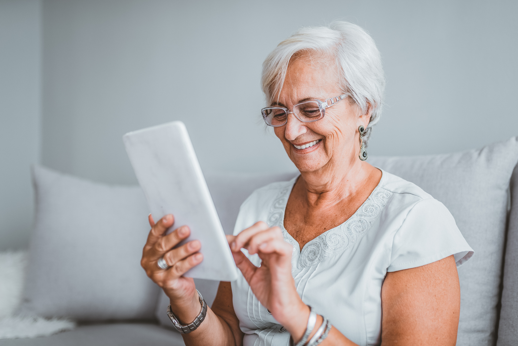 A senior lady uses her iPad to connect with friends and family.