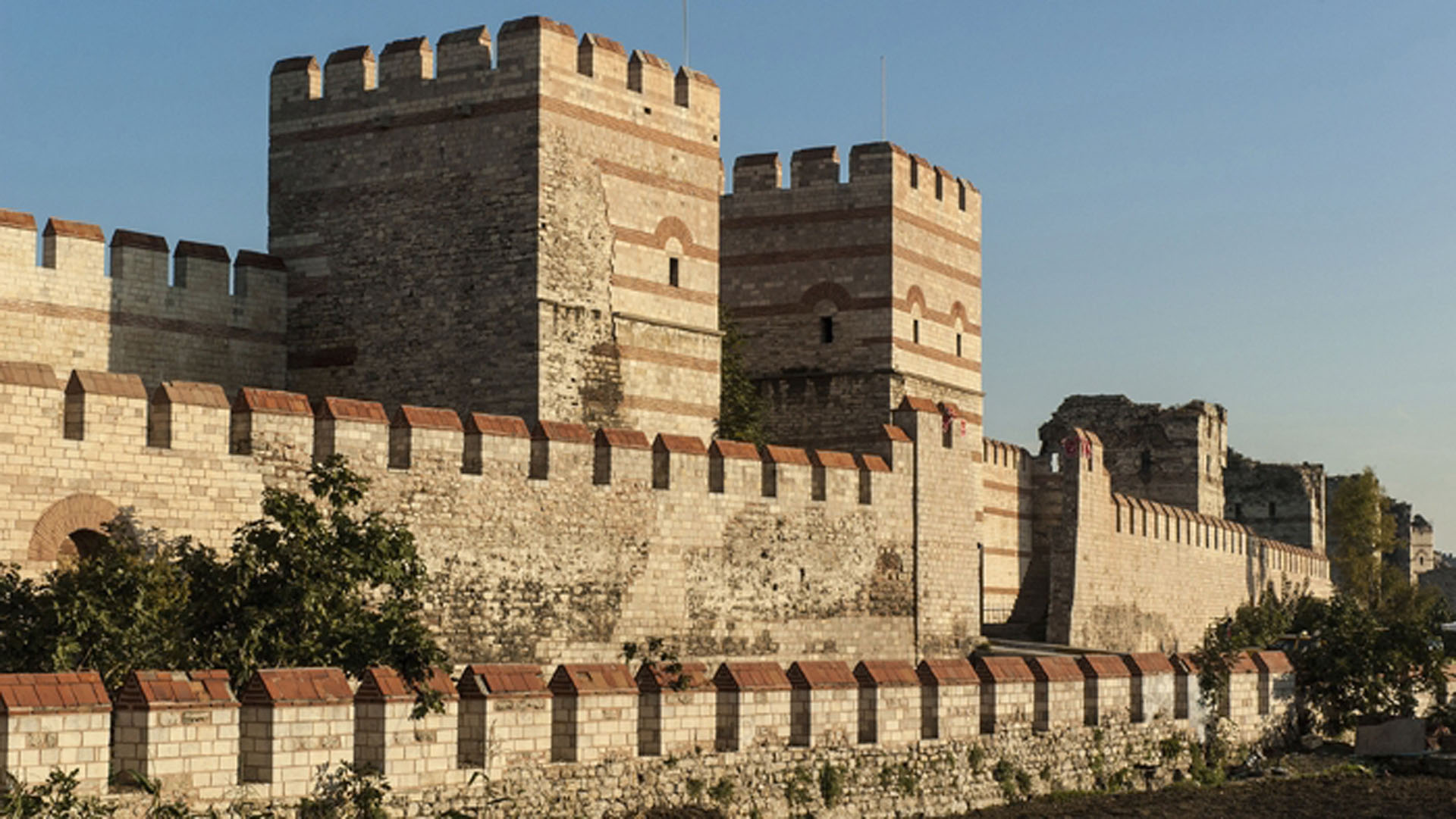 5-impressive-walled-cities