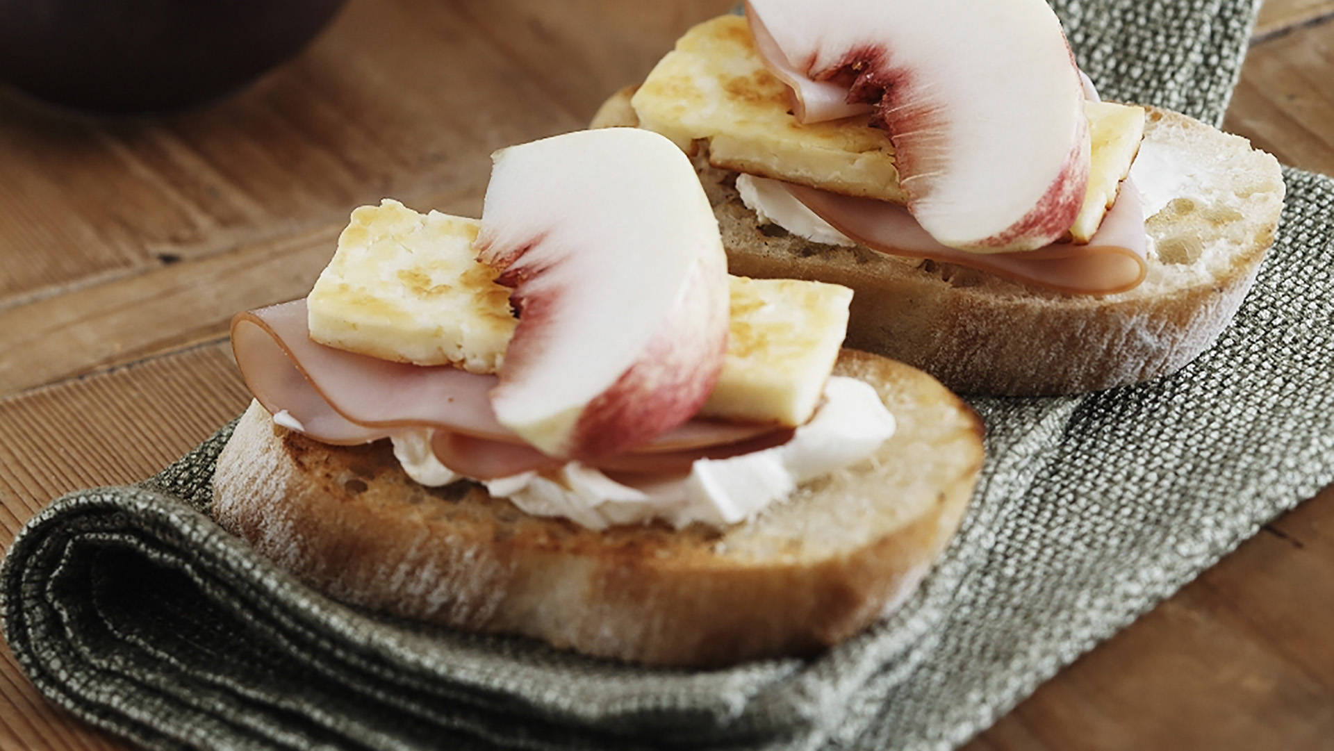 peach-and-ham-crispbreads