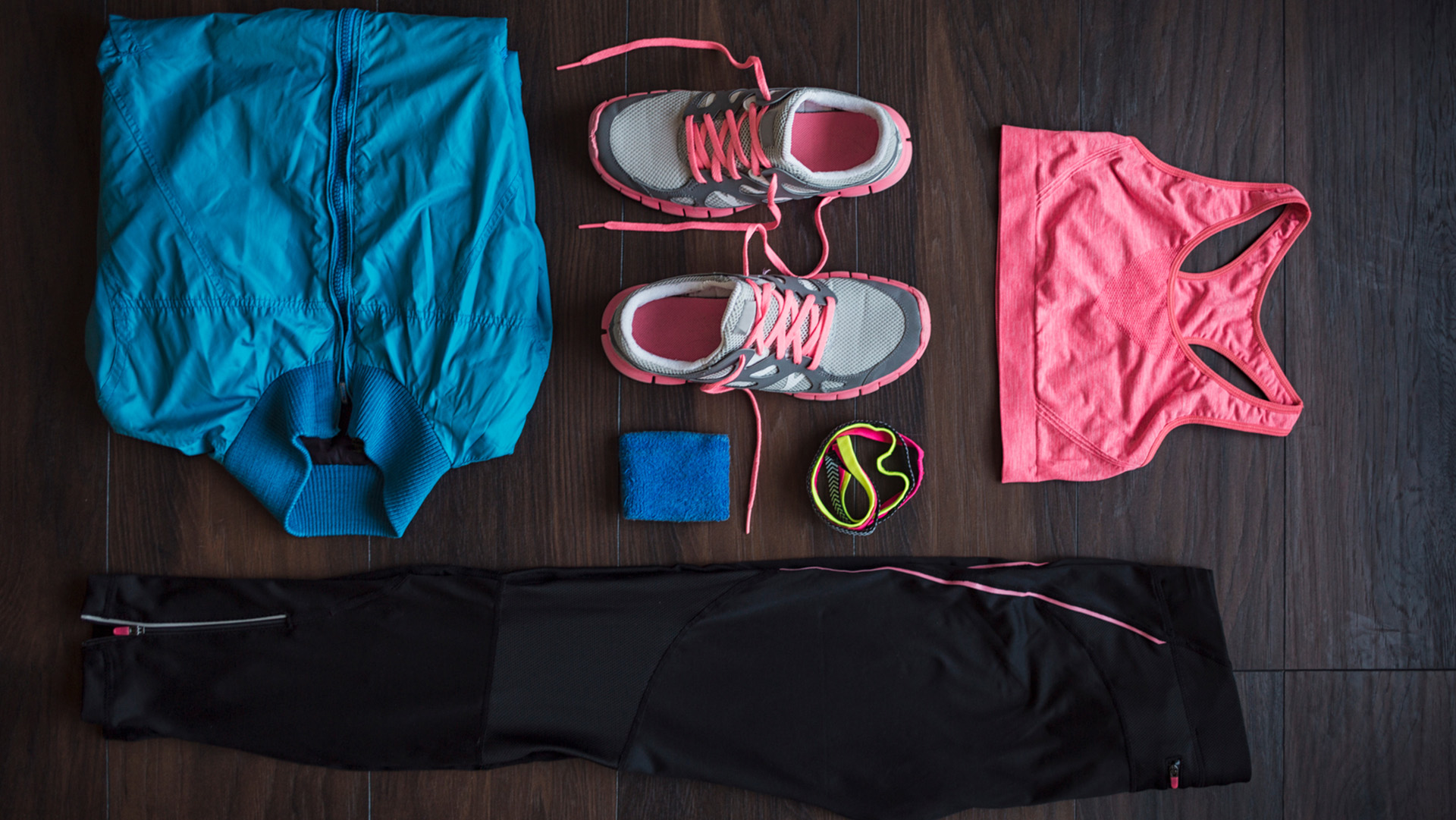 Clothes and accesories a woman needs for working out.