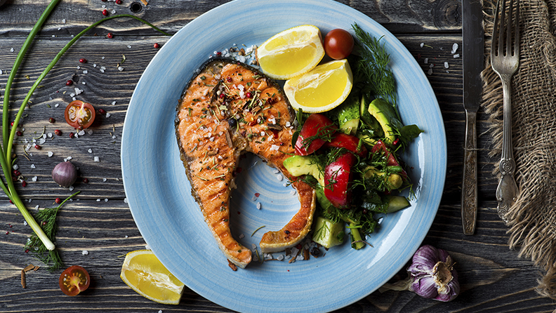 Grilled salmon fillet with vegetable salad