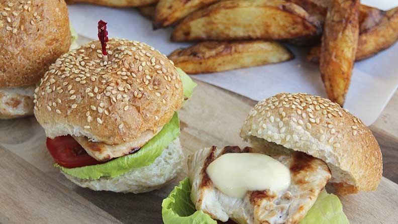 chicken-sliders-with-paprika-potato-wedges-recipe