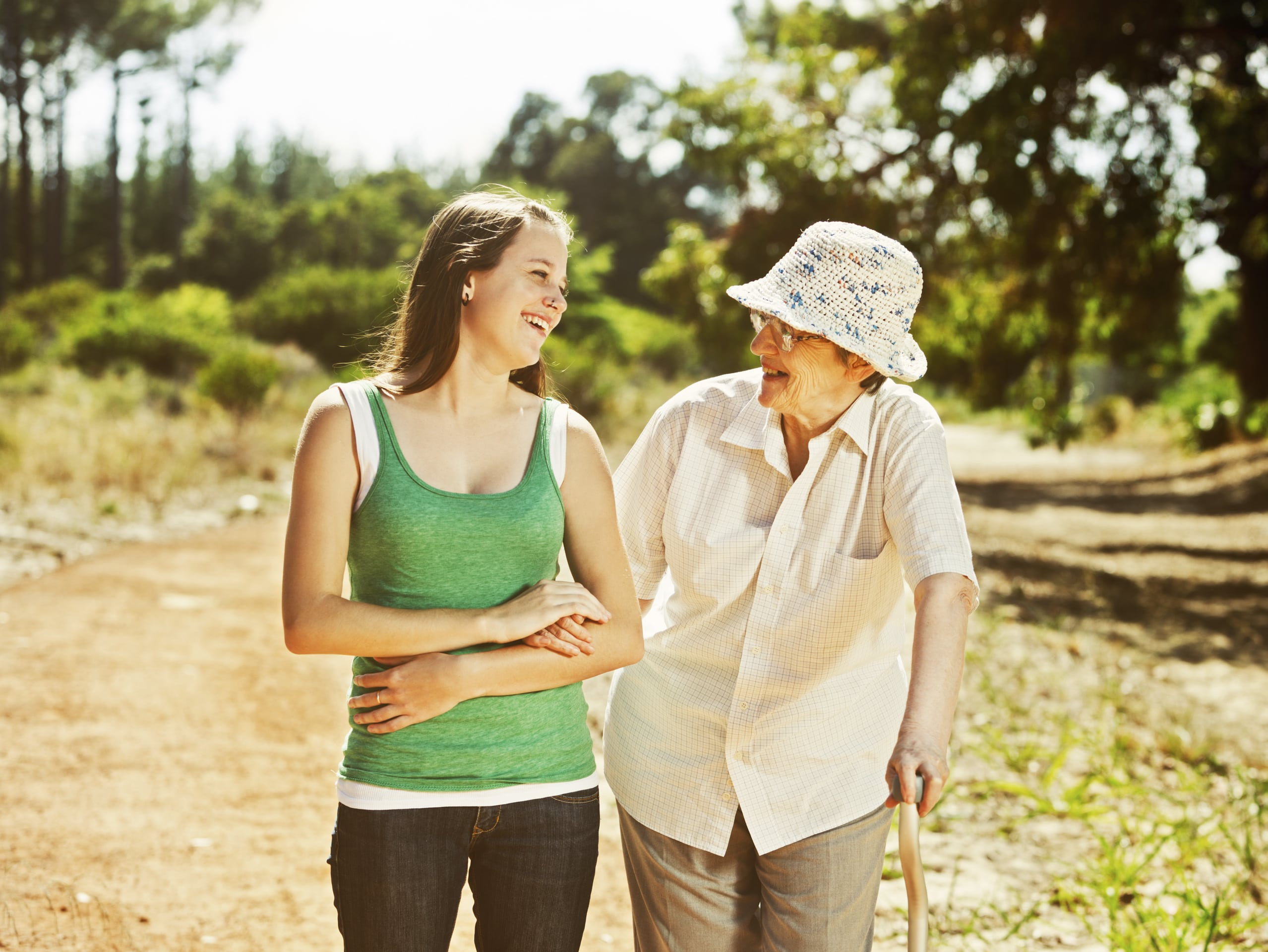 JUNE_ osteoarthritis collection_grandmother and grandaughter_iStock_74725461_LARGE-min