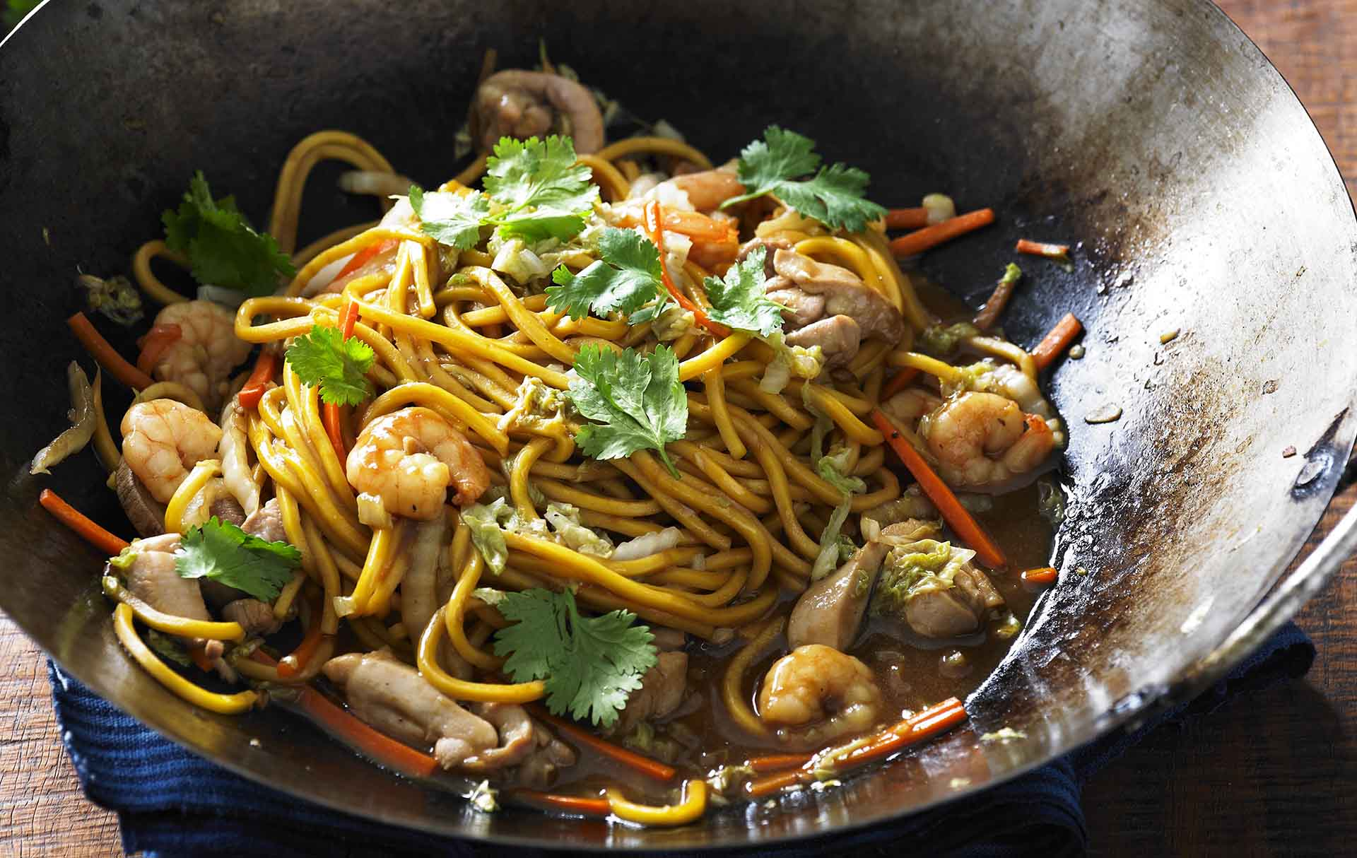 be_Chicken and prawn Hailam noodles recipe