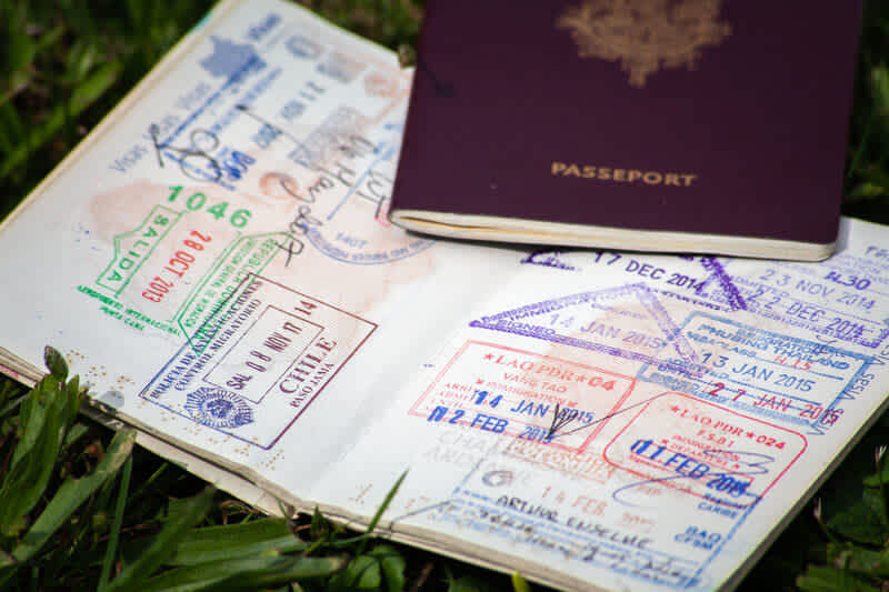 Can I enter the United States with a valid visa on an expired passport?