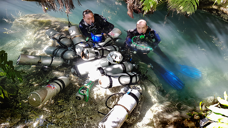 Two divers decompressing after a dive.