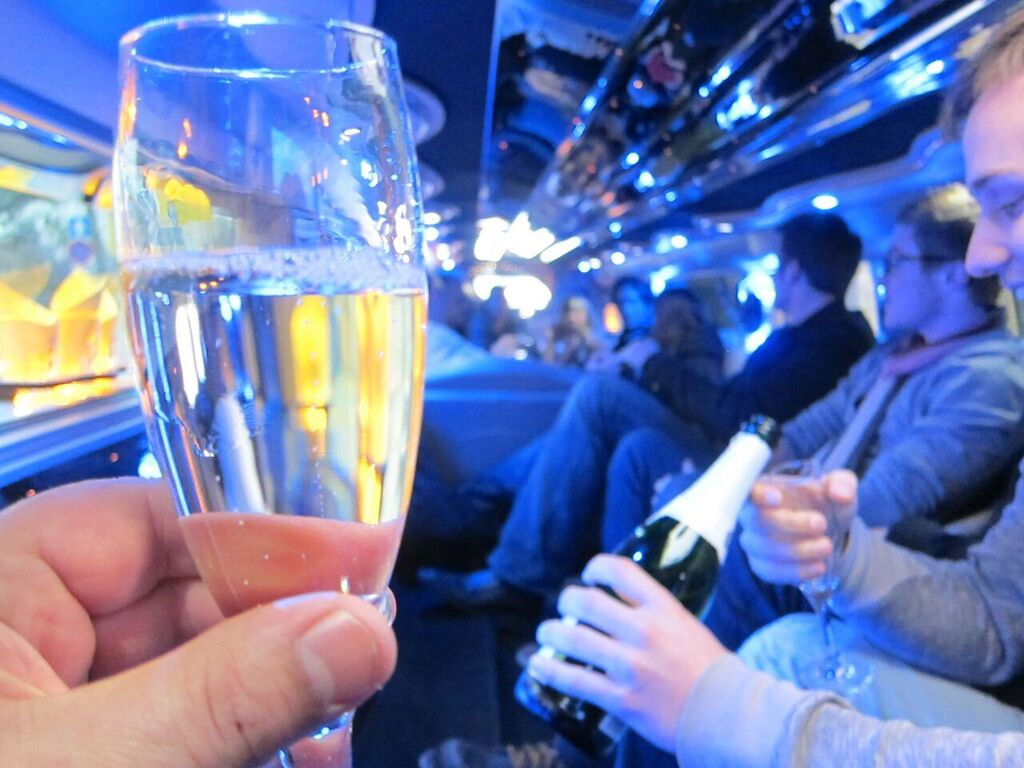 Party Limo + CLUB