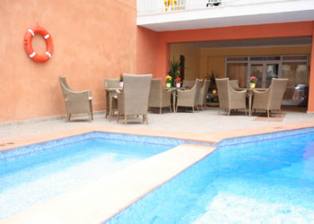 2*Arenal hostal with pool