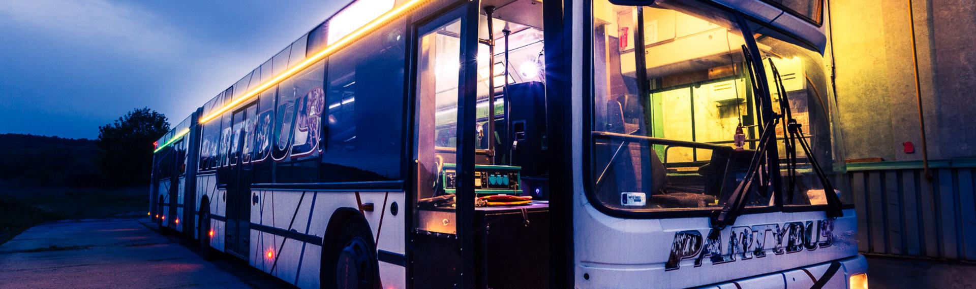 Hamburg Großer Partybus (bis zu 34 Leute) image