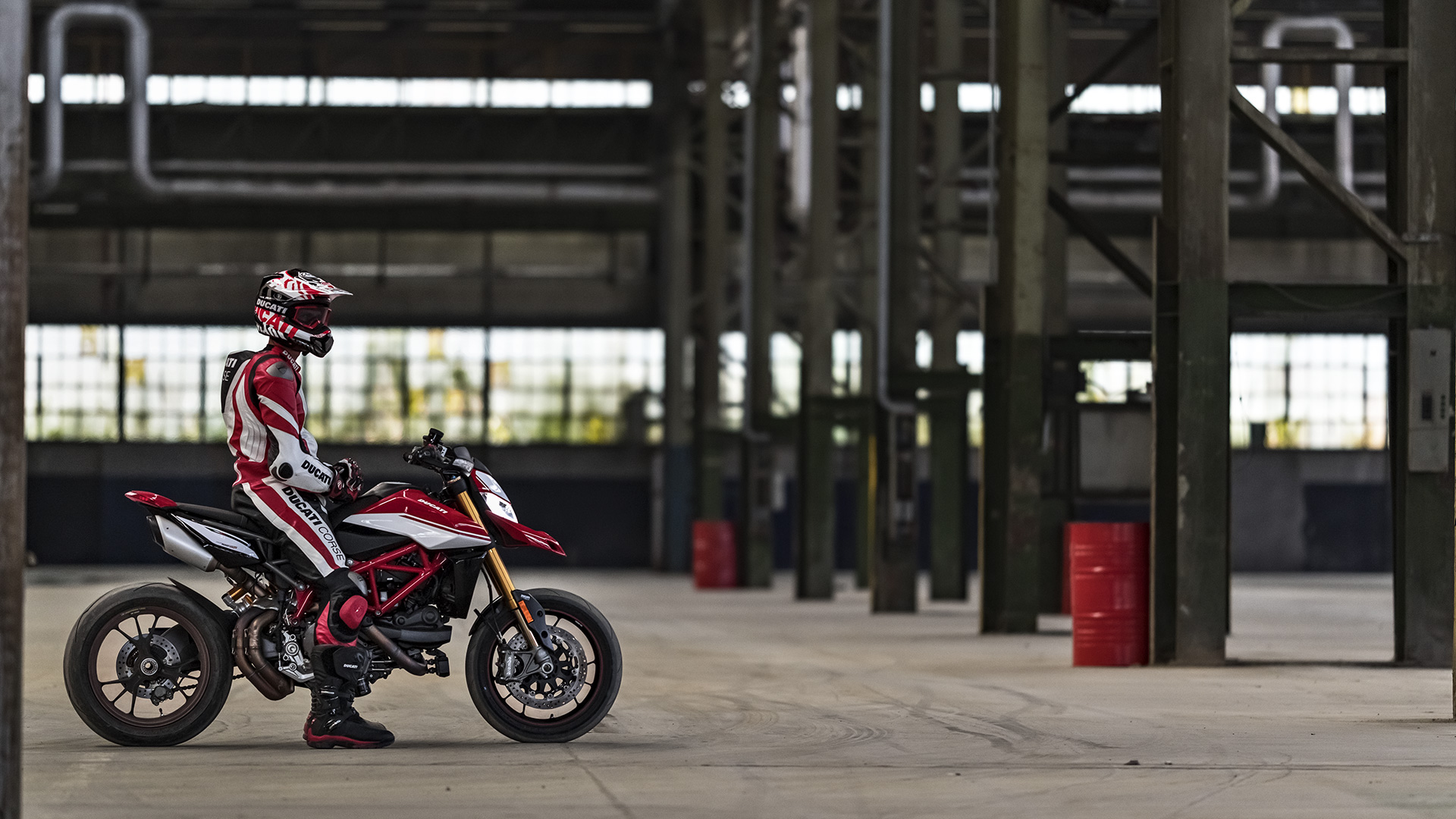 New ducati hypermotard 950 pure fun, endless adrenalin ducati monster s2r 1000 game on!