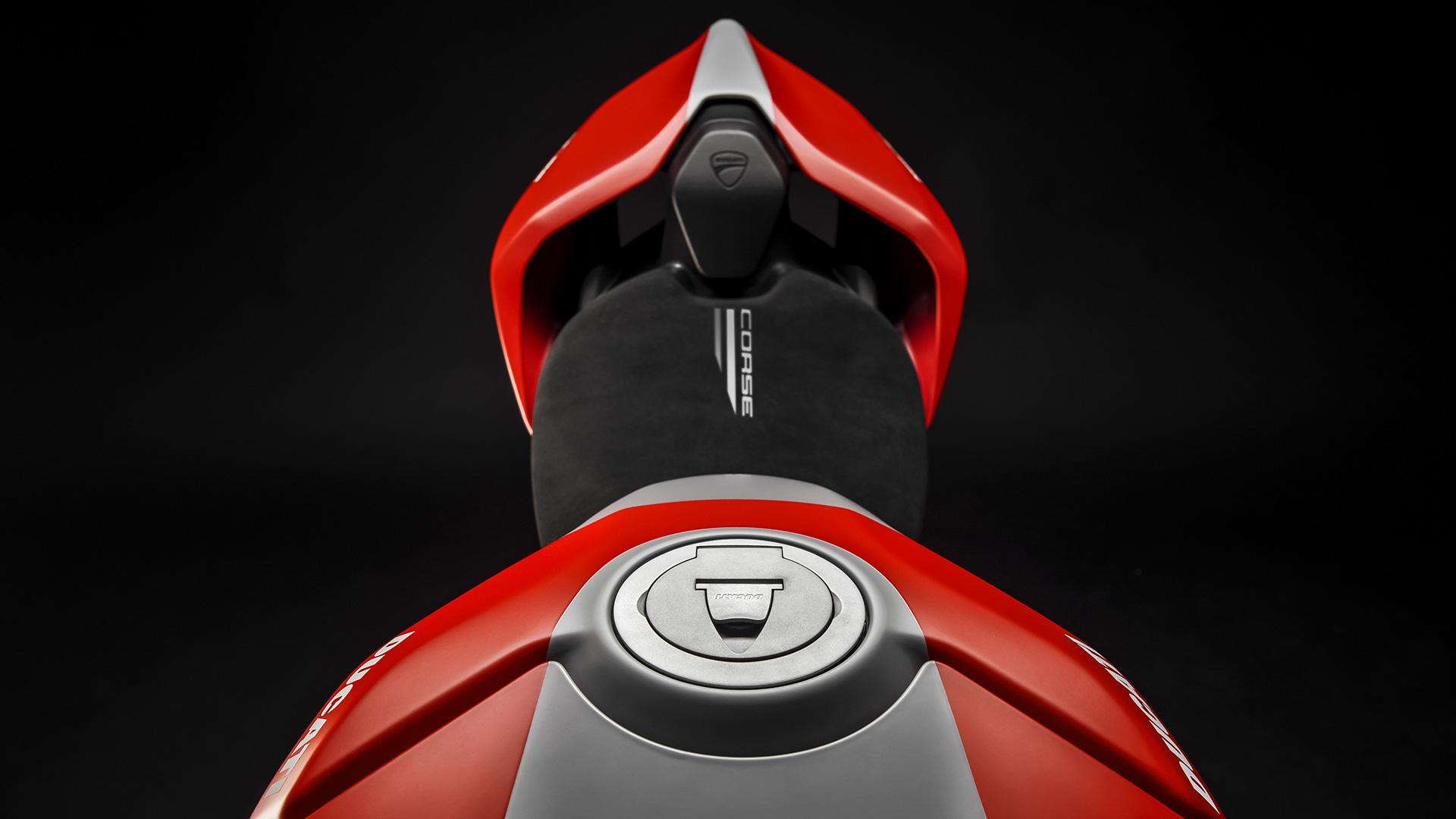 Ducati Panigale V4: A New Opera