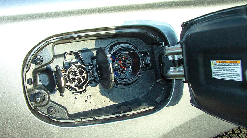 Outlander PHEV Test Stecker