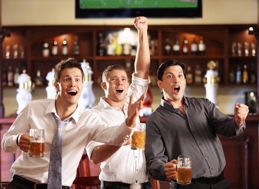 copains au bar sportif
