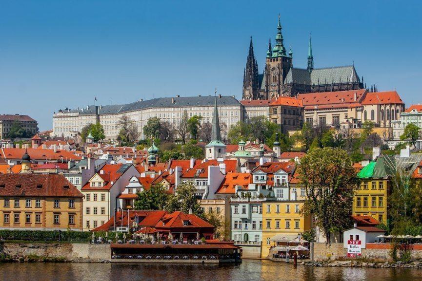 Praha Vtlava Sightseeing med Pissup