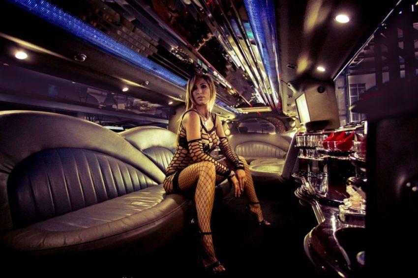 party on wheels - strip limo Prague
