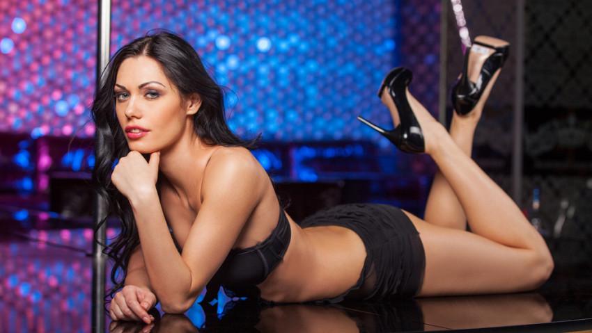 Eine Stripperin versüßt euch den Junggesellenabschied