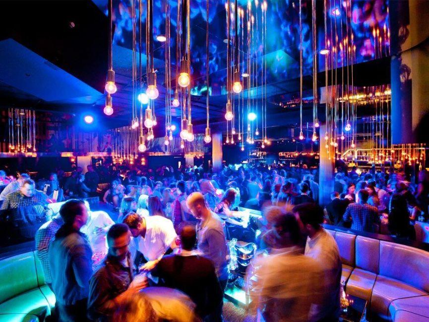 Fest natten lang på natklub i Bratislava