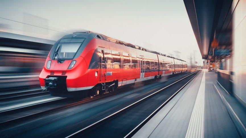 Zum JGA Hamburg reist man günstig mit der Bahn.