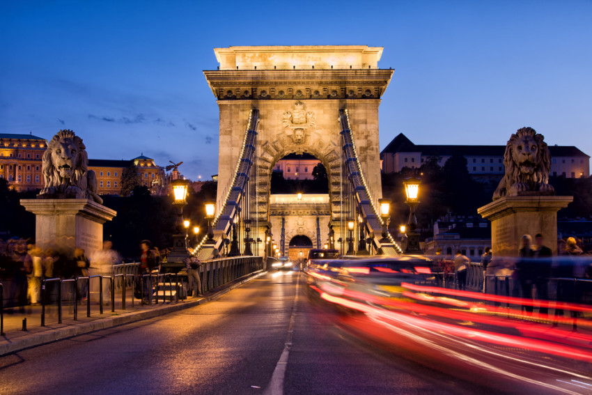 Szechenyi lanchid - Chain Bridge - på kveldstid