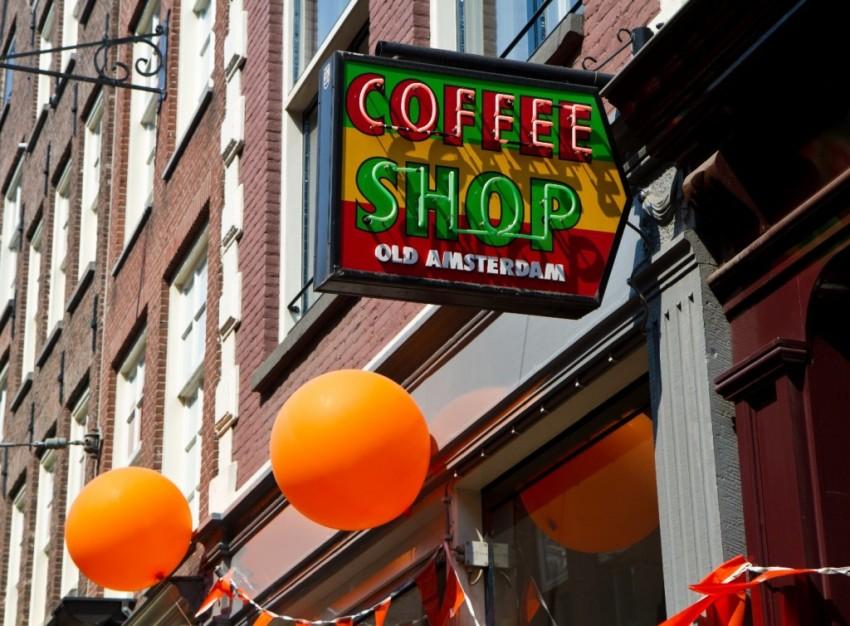 Skiltet til en kaffebar sett på helgetur til Amsterdam