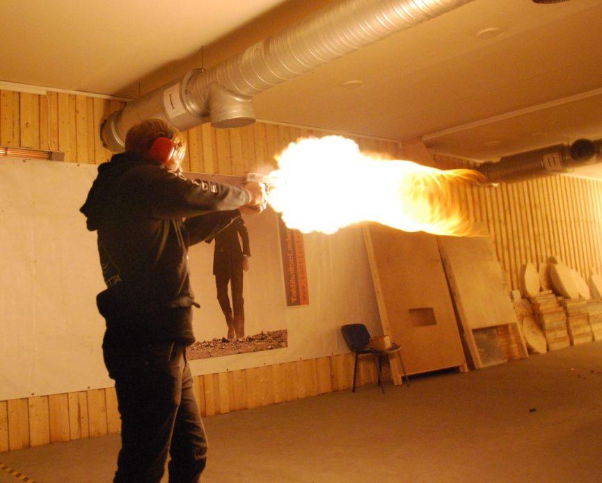 På skydebane i Krakow - dessert eagle med ild