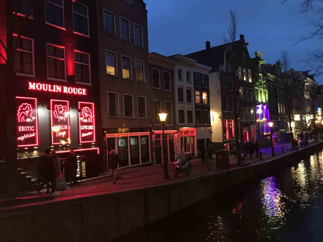 Amsterdam red light district: Fancy a bar crawl?