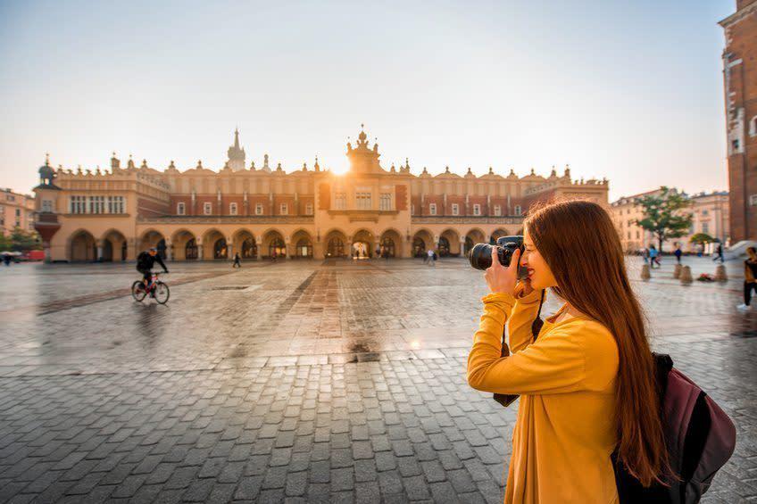 Turist i Krakow centrum - fotograf på torvet