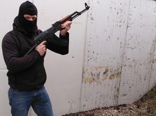 Skyt med Kalashnikov i Praha