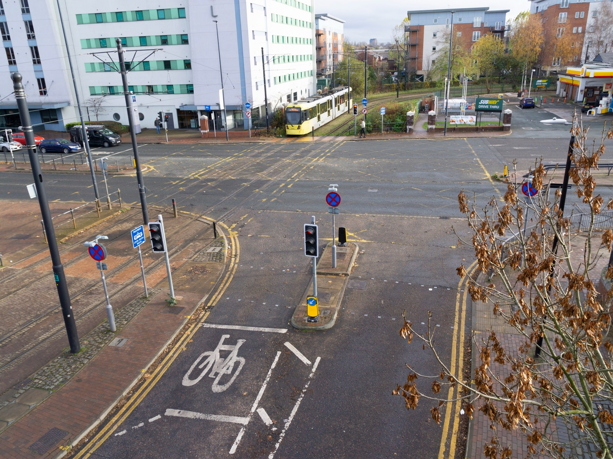 An image of the junction at Merchants Quay on Trafford road