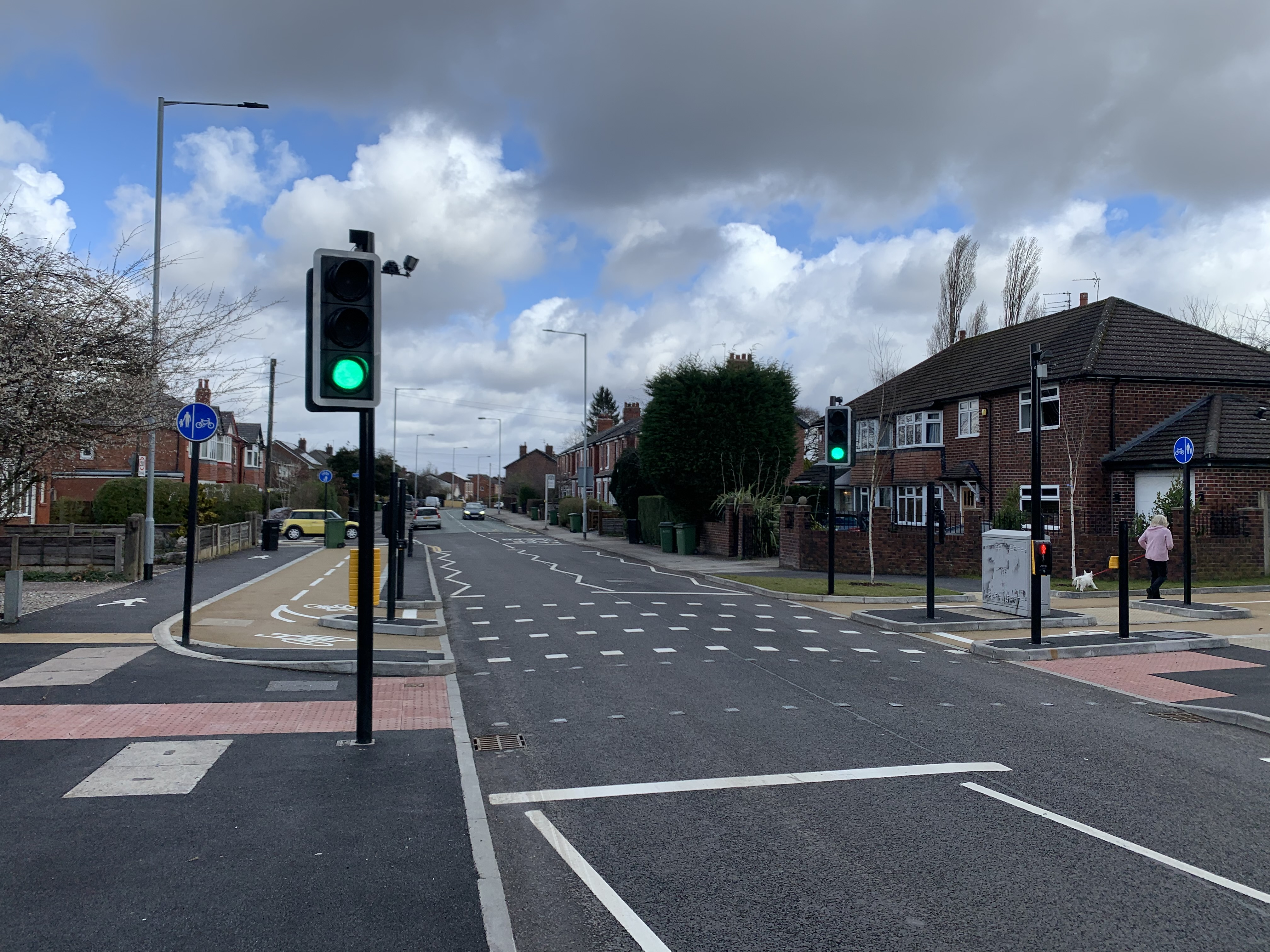 Image of Gillbent Road parallel signalised crossing in Stockport