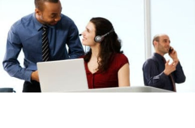 contact center manager speaking to agent