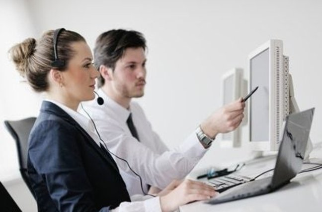 call center manager helping agent