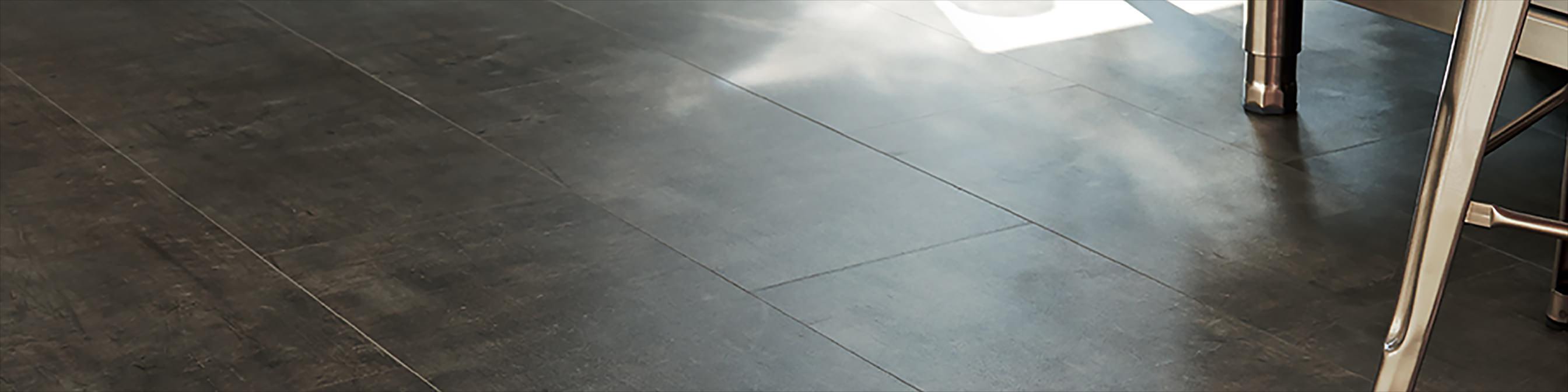 Sol vinyle aspect métal et acier