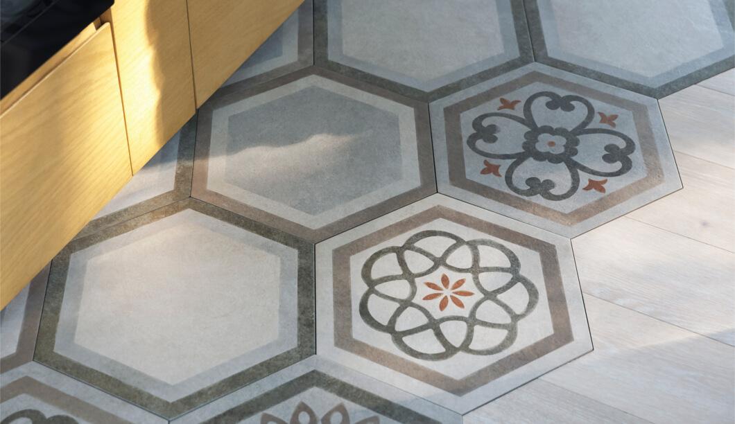 Projet_réalisé_parquet-et-carreaux-de-ciment-le-mix-and-match-sinvite-dans-la-cuisine