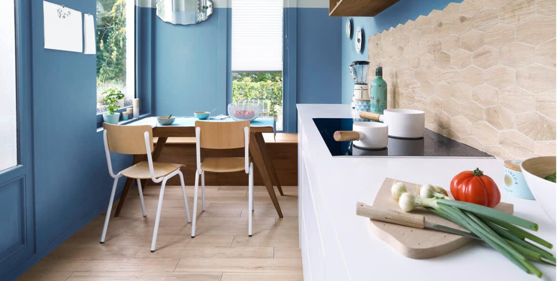 Dans_la_cuisine_bleu-couleur-deco-de-lannee