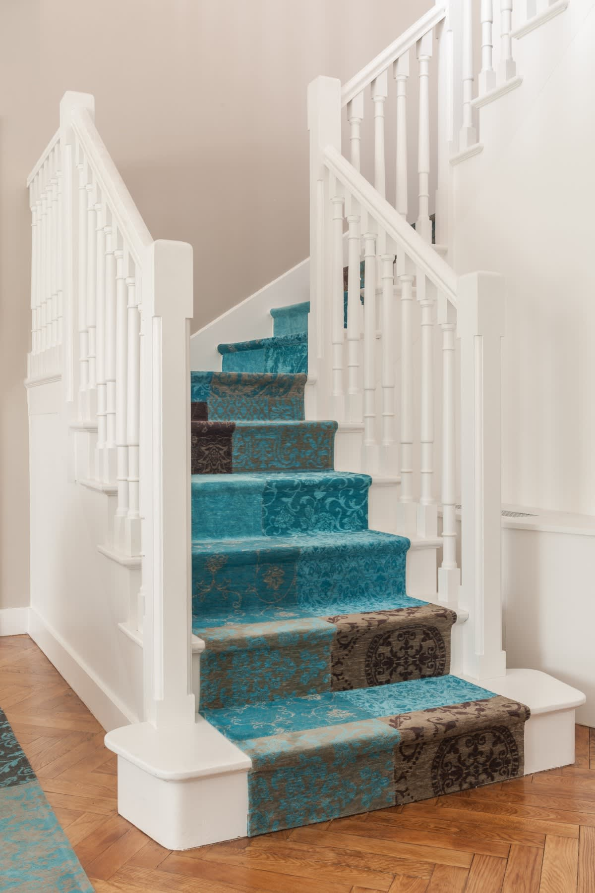 Image_text_1_un-tapis-sur-mesure-pour-coordonner-salon-et-descente-descalier
