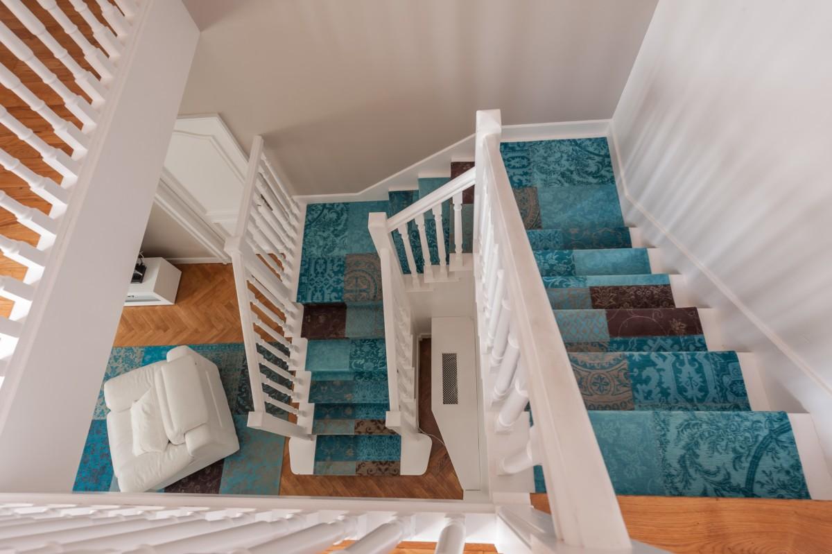 Carrousel_un-tapis-sur-mesure-pour-coordonner-salon-et-descente-descalier_4