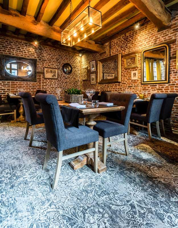 Image_text_1_une-moquette-de-caractere-dans-un-restaurant-gastronomique