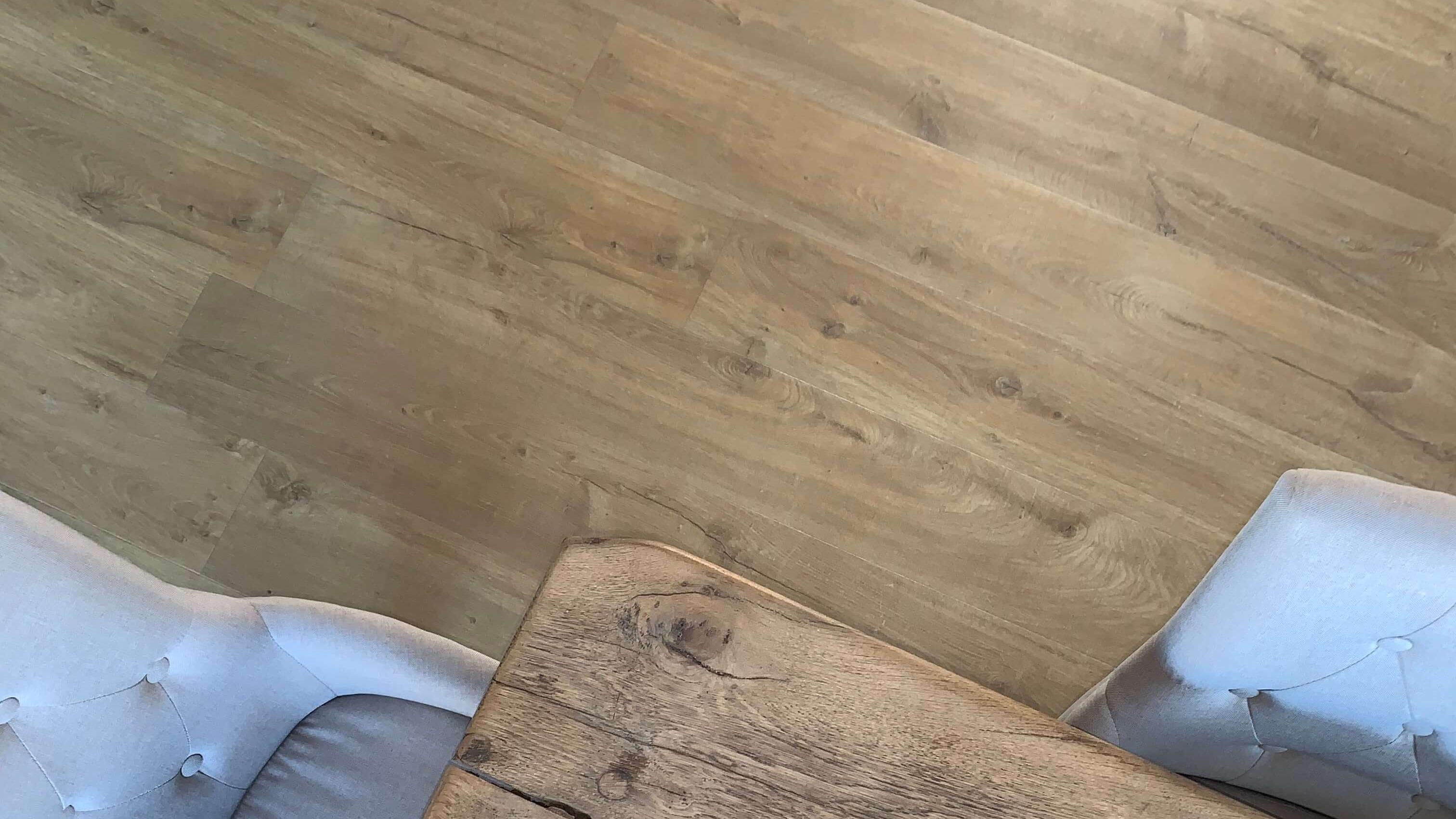 Projet_réalisé_stratifie-et-moquette-pour-habiller-un-interieur-contemporain
