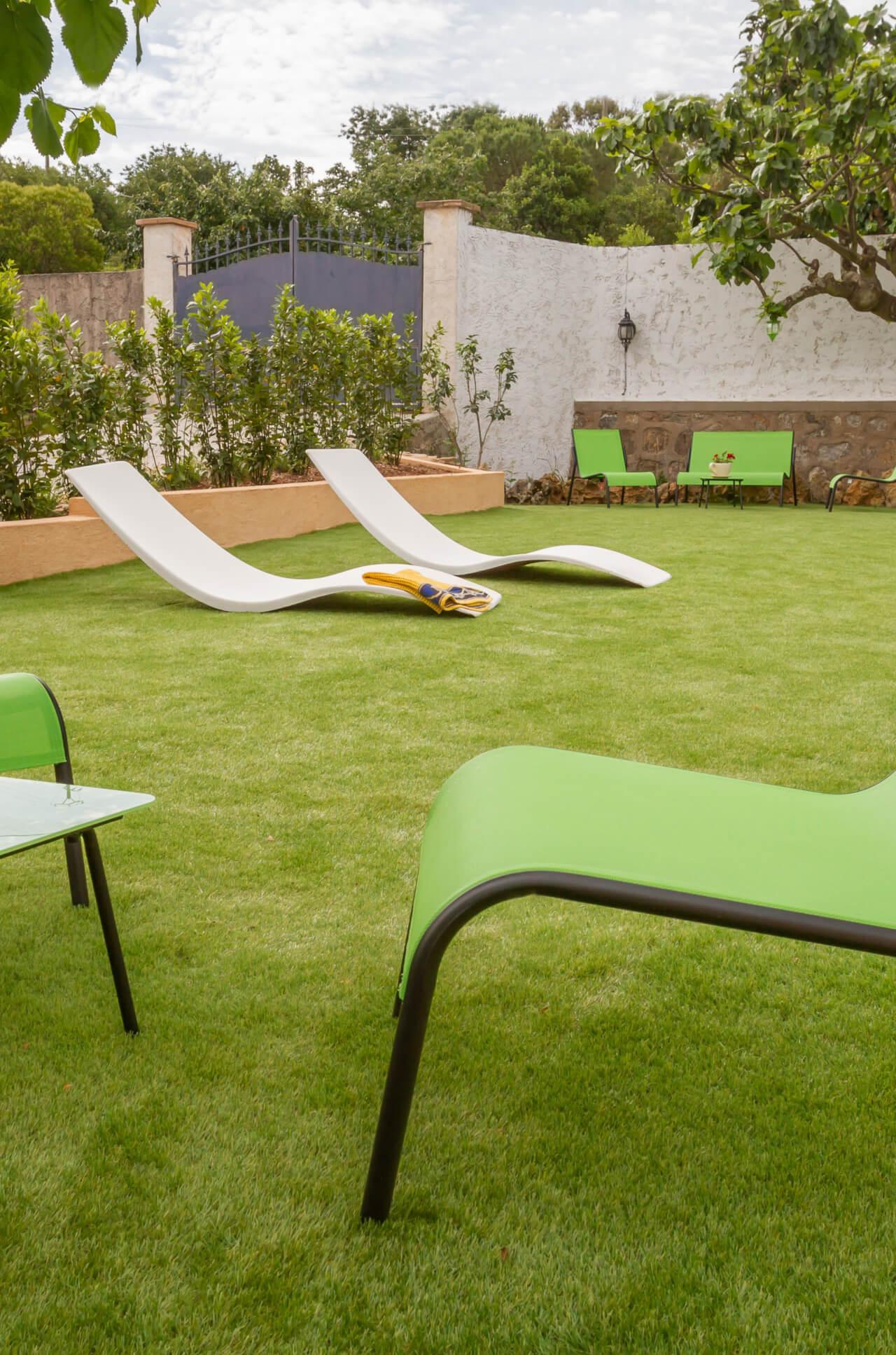 Project_réalisé_un-gazon-toujours-vert-autour-de-ma-piscine