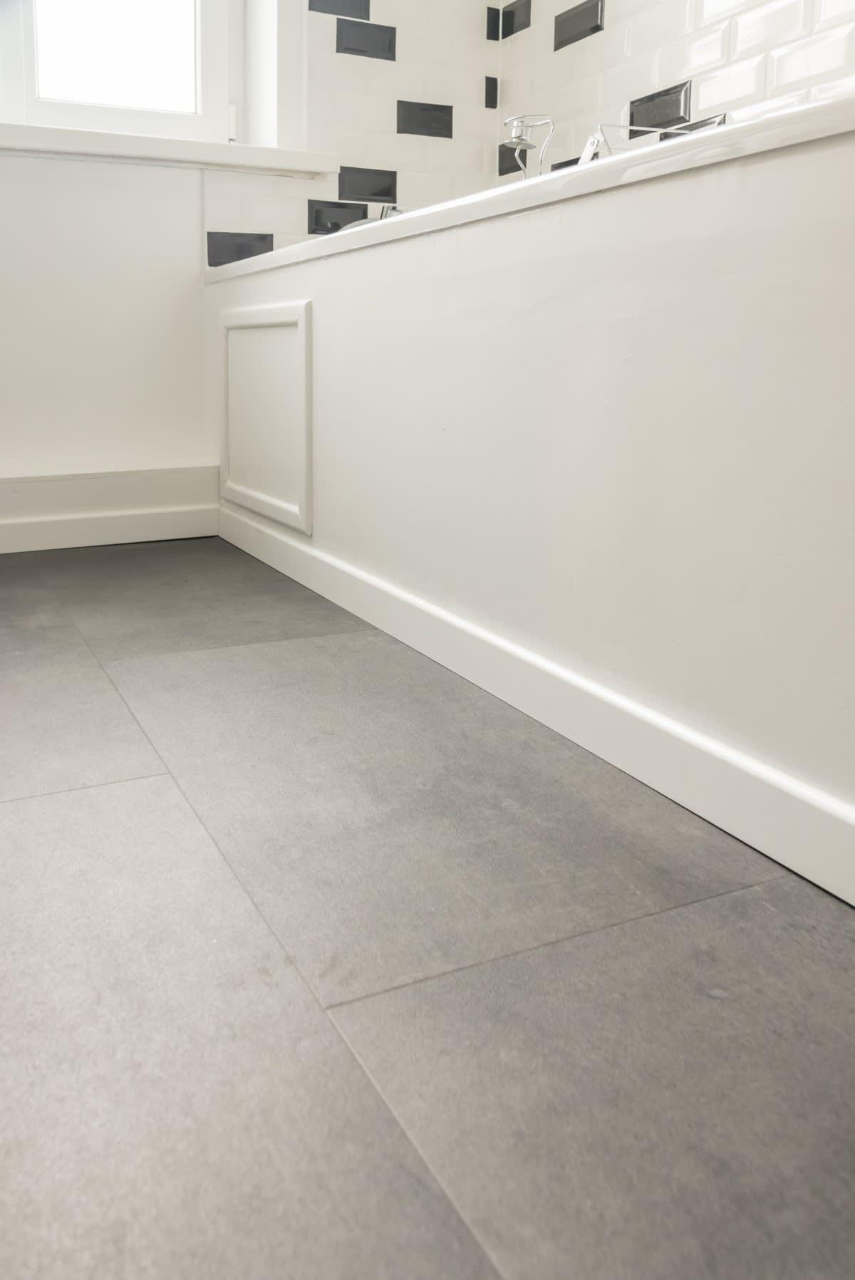 Projet_réalisé_un-sol-effet-beton-dans-une-salle-de-bain-esprit-atelier