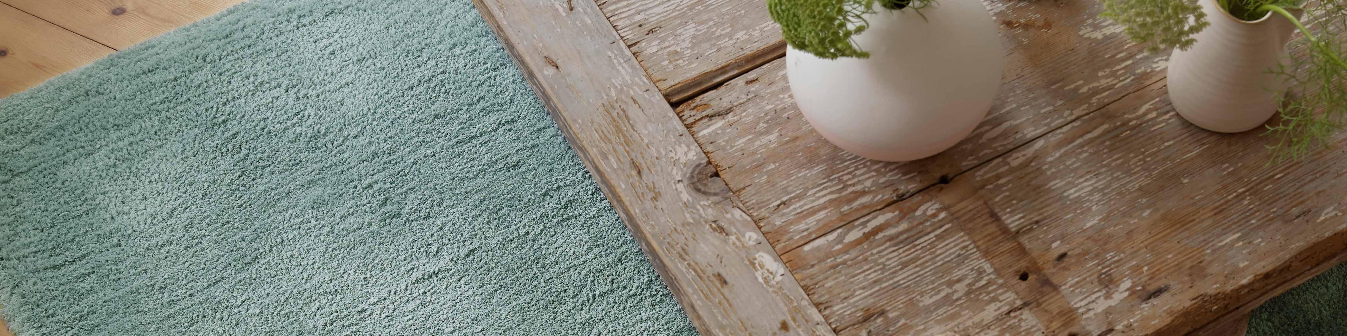 Tapis bleu et vert : la couleur déco