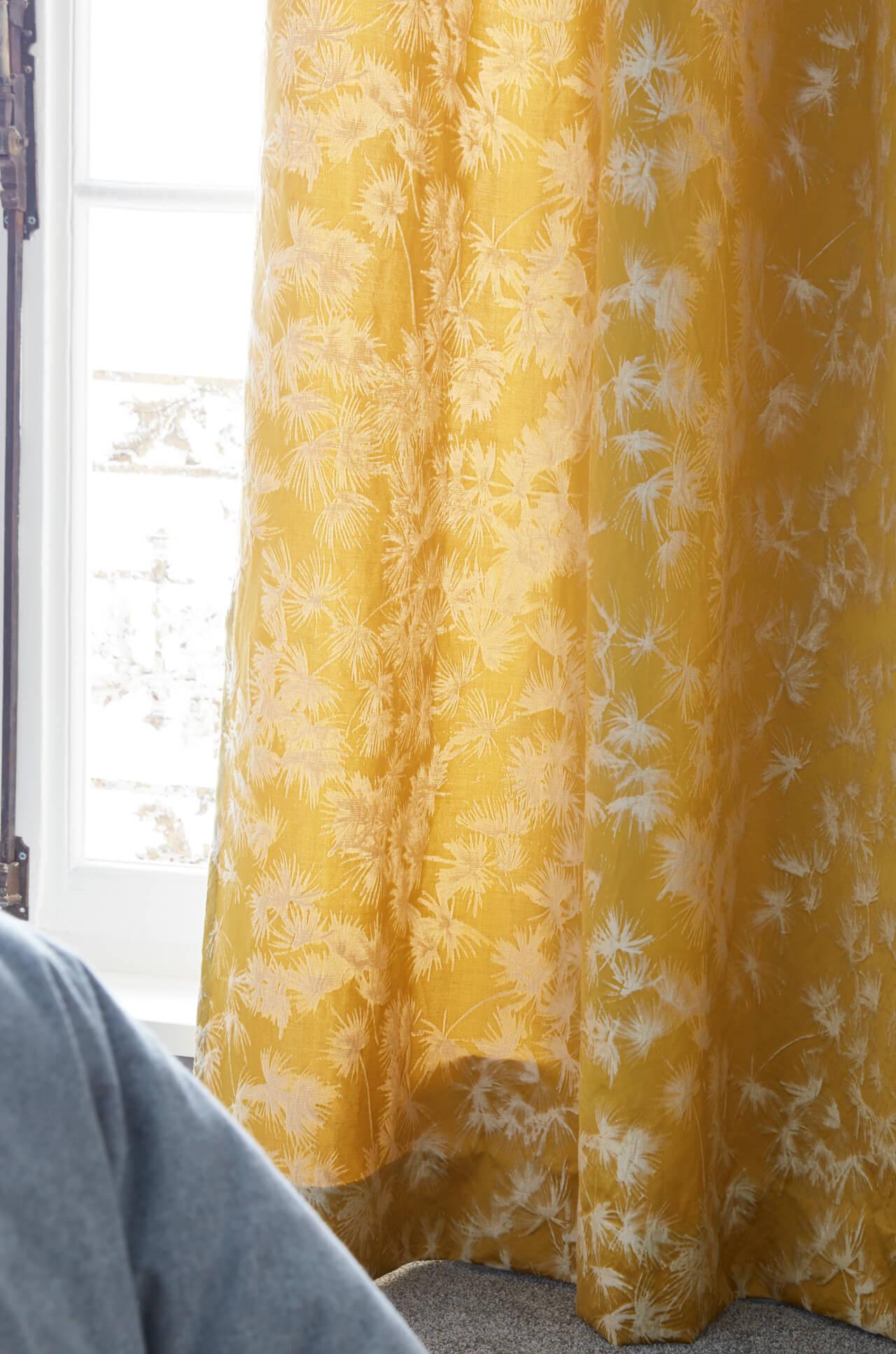 Image_text_curtains_transformer-une-chambre-denfant-en-chambre-damis-chic-et-chaleureuse