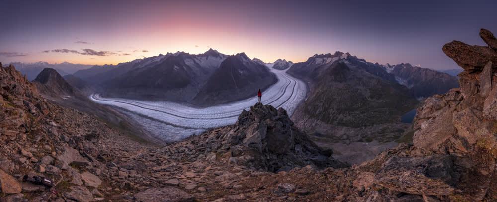 Sonnenuntergang am Aletschgletscher mit dem Matterhorn im Hintergrund