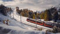 Zug der Gornergrat Bahn oberhalb der Riffelalp im Winter