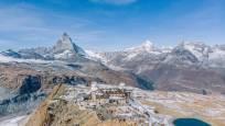 Luftaufnahme vom Gornergrat mit Kellensee und Matterhorn