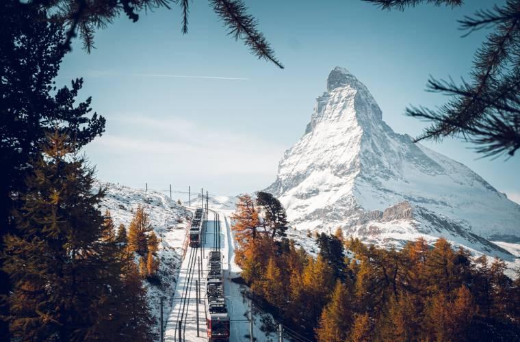 Gornergrat Bahn oberhalb Riffelalp im Winter