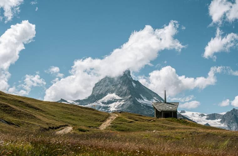 Kapelle Riffelberg und Matterhorn im Sommer
