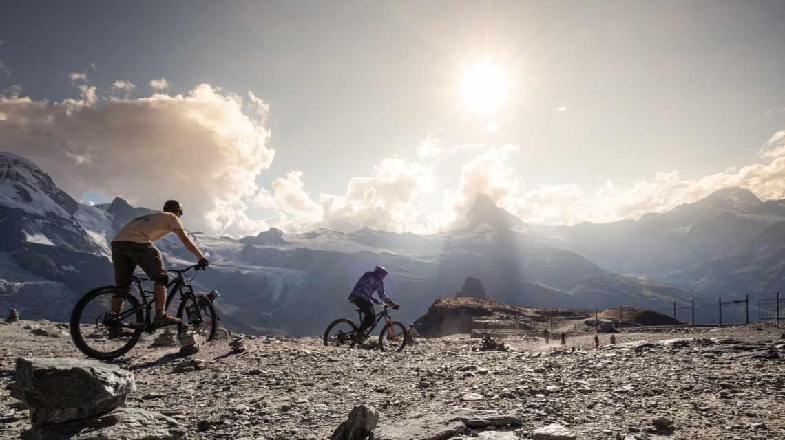 Mountainbiker am Gornergrat oberhalb Zermatt im Sommer